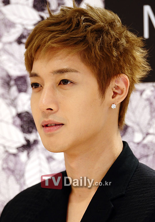 SS501 Kim Hyun Joong Dan Populer MC Lee Seung